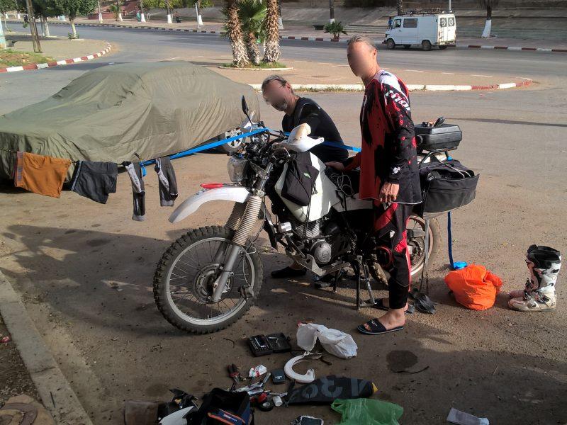 2 en 1: moto & corde à linge!