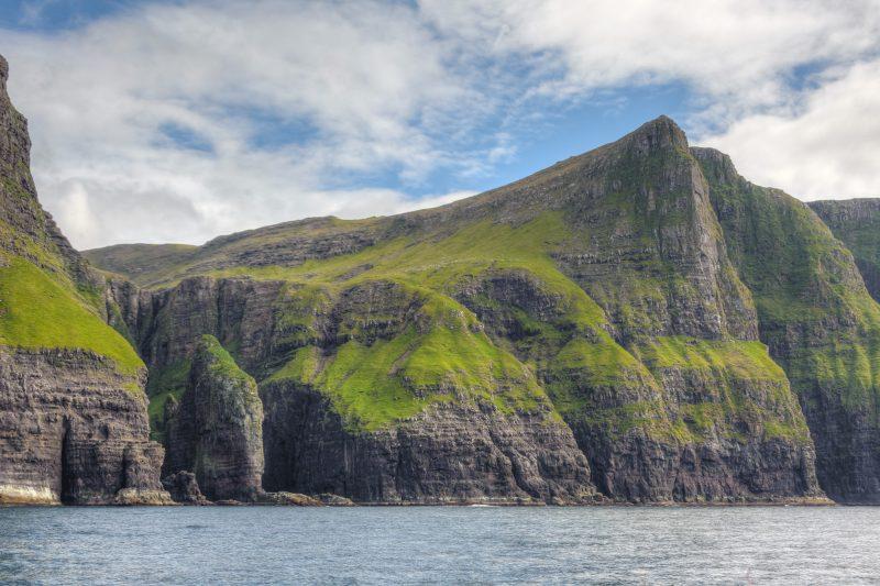L'éléphant, un pic découpé au milieu de la montagne par les vagues