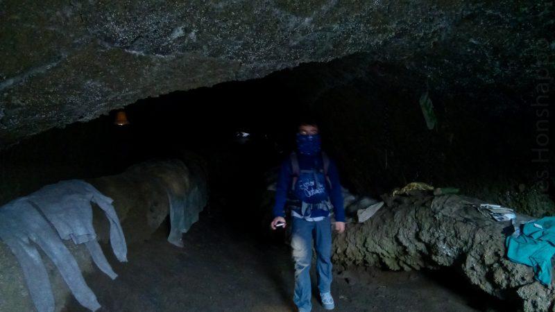 Là encore, les gamins jouent à Indiana Jones au fond de la grotte