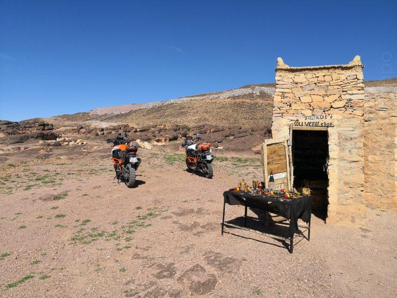 Pause au sommet du Tizi'n Tazazert