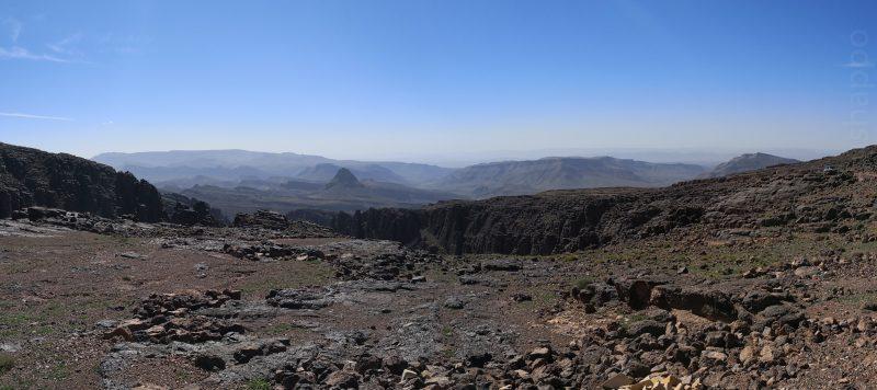 Vue vers le sud, depuis le sommet du Tizi'n Tazazert