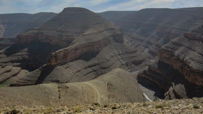 Certaines falaises tombent à pic, sur plusieurs centaines de mètres!